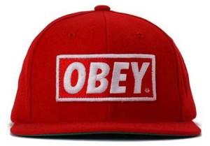 значение надписи Obey на одежде